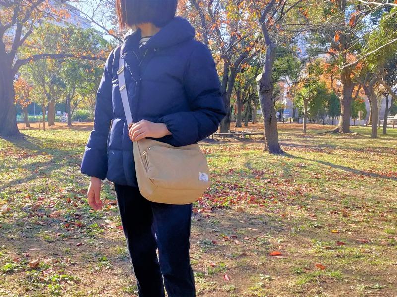 スマイリーショルダーバッグは斜め掛けバッグとしても使える