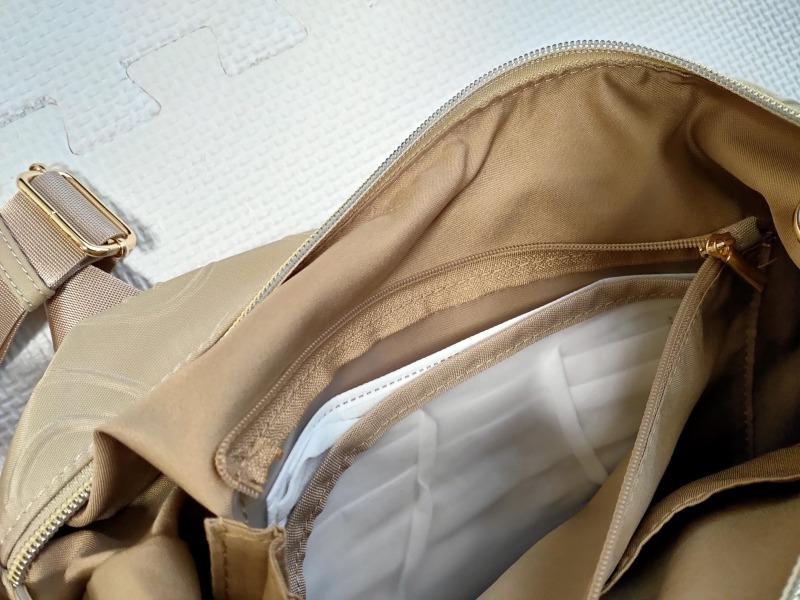 スマイリーショルダーバッグのマスク収納ポケット
